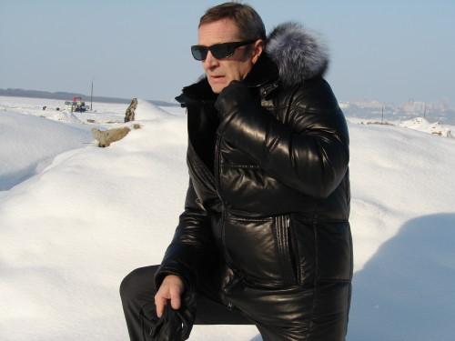 muzhchina-v-zimnej-kurtke