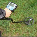 Как найти потерянное в огороде кольцо или ключи с помощью металлоискателя